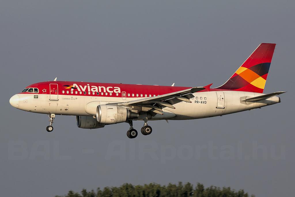 Az Avianca egyik Airbus A319-ese a ferihegyi repülőtér megközelítésekor. (Fotó: AIRportal.hu)   © AIRportal.hu