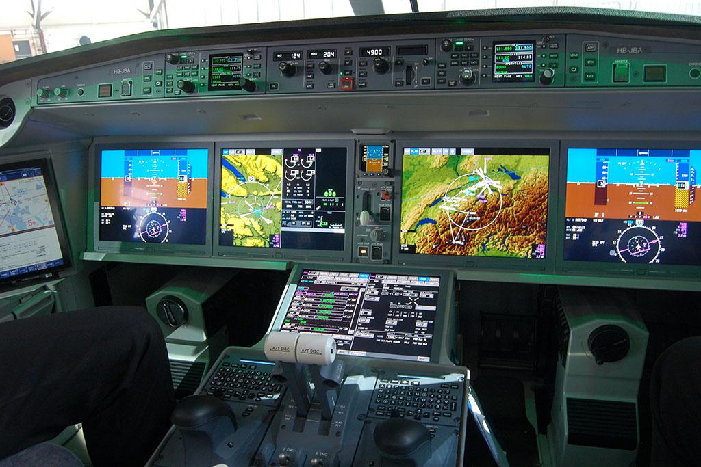 A pilótafülkét a NASA-val közösen fejlesztették ki. (Fotó: AIRportal.hu)   © AIRportal.hu
