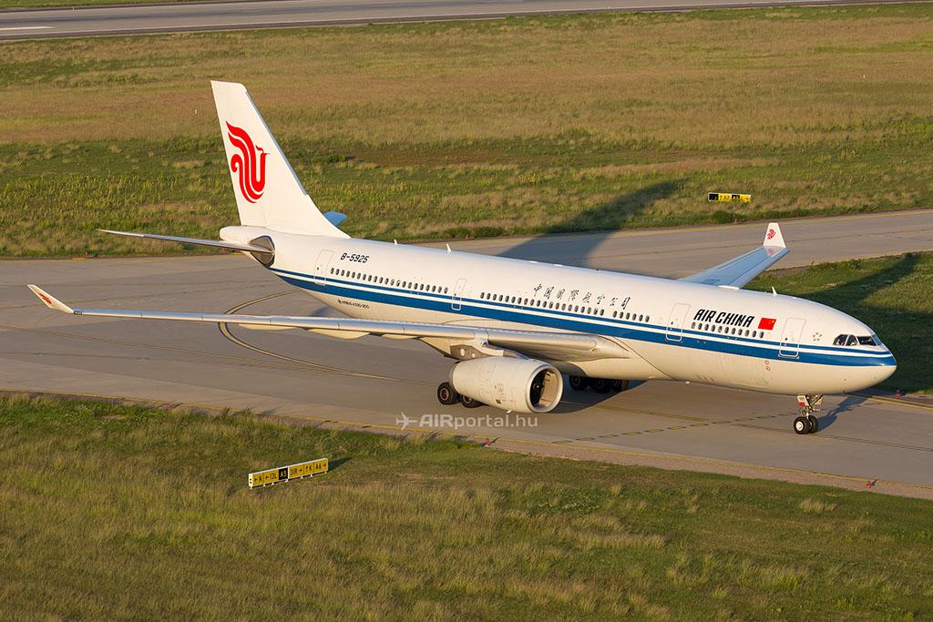 Az Air China A330-200-as repülőgépe Budapesten. (Fotó: AIRportal.hu) | © AIRportal.hu