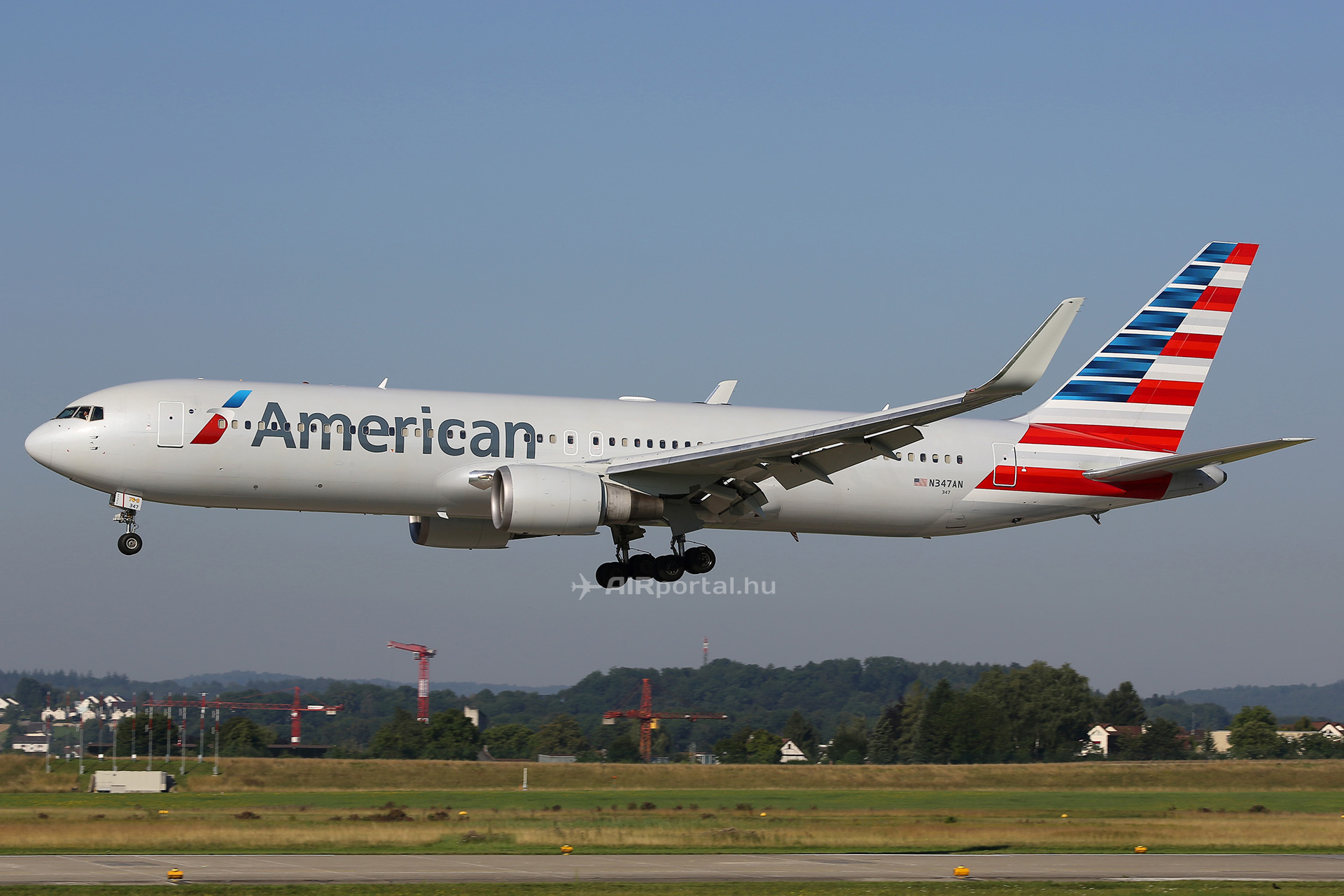 Az American Airlines Boeing 767-300-asa Budapesten. (Fotó: AIRportal.hu)   © AIRportal.hu