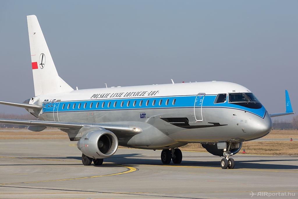 A LOT lengyel légitársaság retro-festésű repülőgépe. (Fotó: AIRportal.hu) | © AIRportal.hu