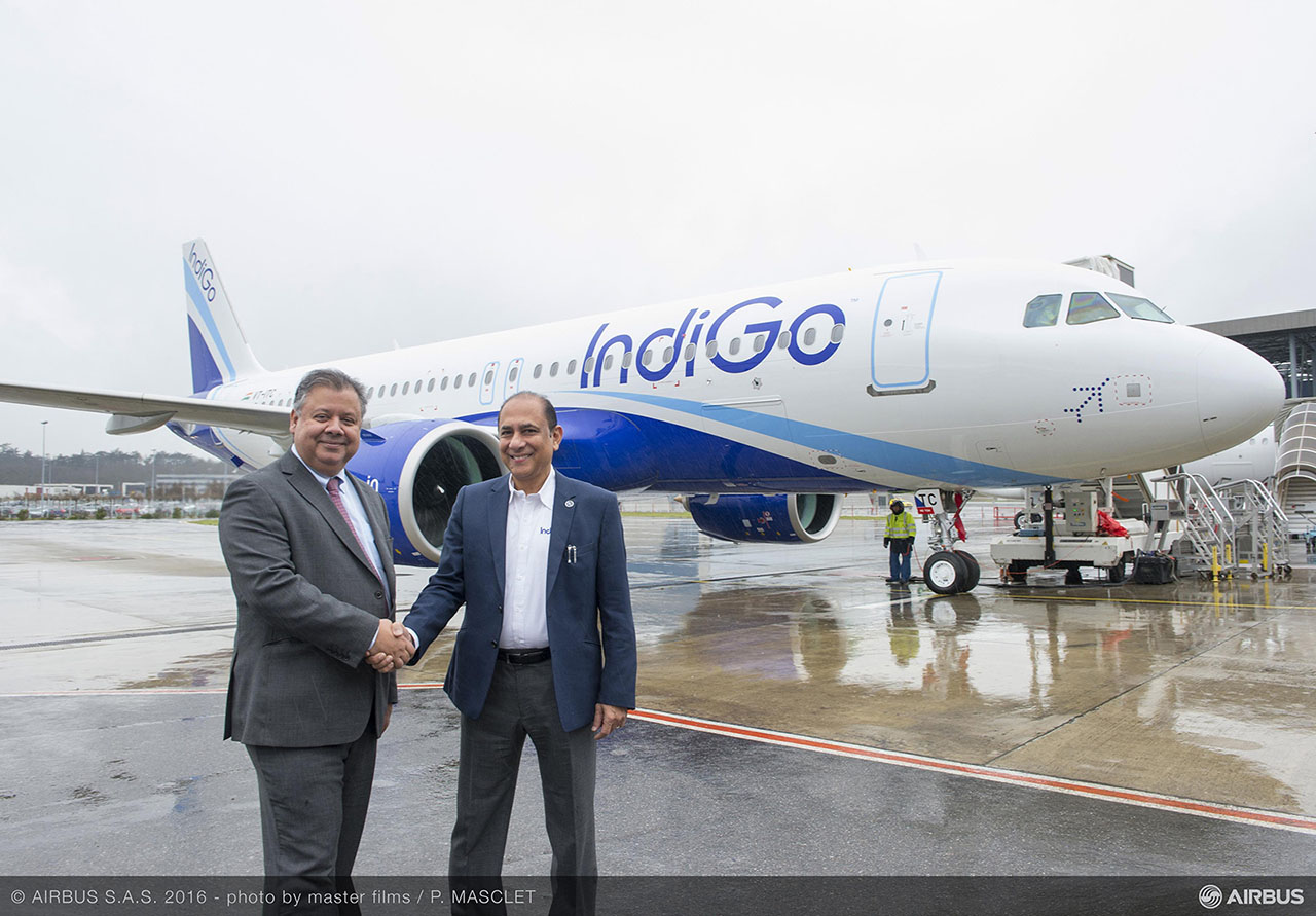 Az IndiGo diszkont légitársaság első A320neo repülőgépének átadása 2016. márciusában, ezzel a cég a típus második üzemeltetője lett a világon. (Fotó: Airbus) | © AIRportal.hu