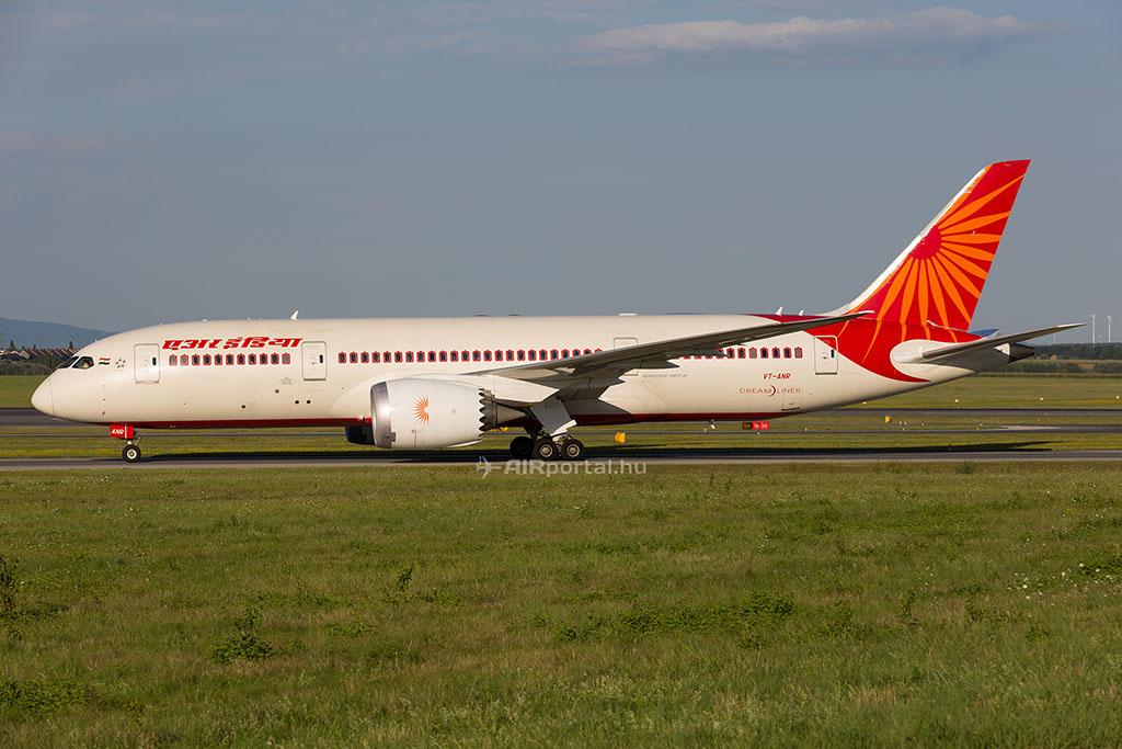A repülésbiztonsági problémák ellenére több indiai légitársaság flottájában megjelentek már a legújabb és legmodernebb repülőgéptípusok is, az Air India számos Boeing 787 Dreamlinert is üzemeltet és az új generációs A320neo elő néhány üzemeltetője között két indiai légitársaság is van. (Fotó: AIRportal.hu) | © AIRportal.hu