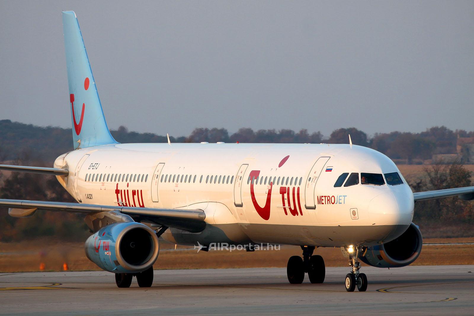A balesetet szenvedett EI-ETJ lajstromjelű repülőgép még a korábbi TUI.ru festésében, 2012. augusztusában, Pulában. A repülőgépről 2014-ben került le a TUI utazási iroda festése, mikor a Metrojet légitársaság színeibe festették át. A repülőgép festése 2015-ben ismét megújult, ekkor a Metrojet modernizált festését kapta meg. (Fotó: AIRportal.hu) | © AIRportal.hu
