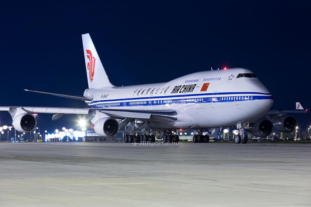 Az Air China Boeing 747-400-as repülőgépe Budapesten. (Fotó: AIRportal.hu) | © AIRportal.hu