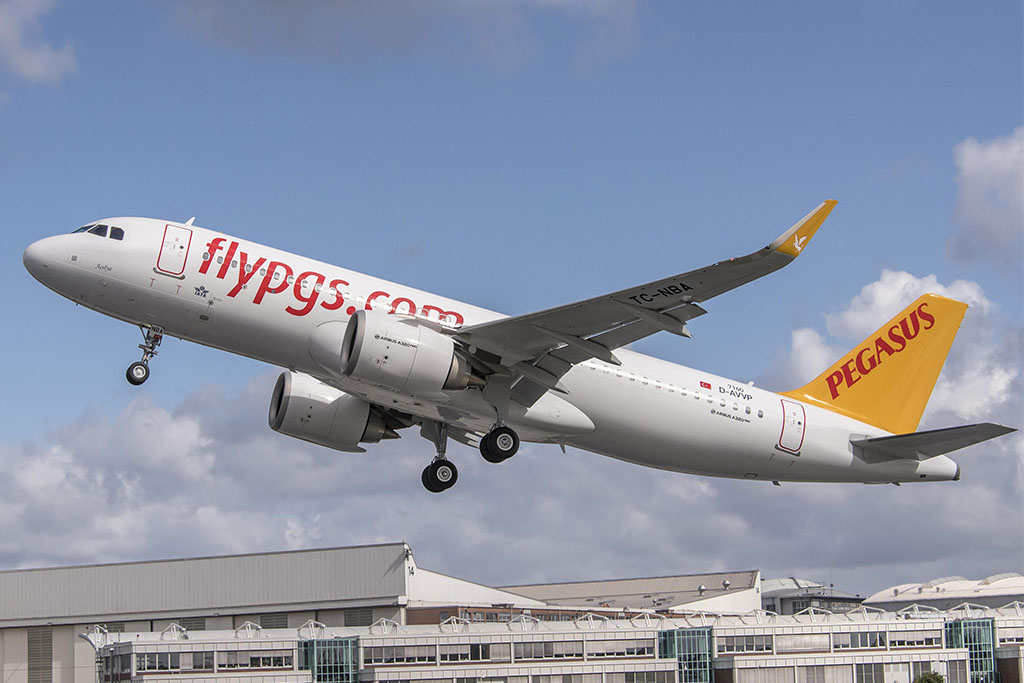 Levegőben a Pegasus első A320neo repülőgépe. (Fotó: Airbus) | © AIRportal.hu