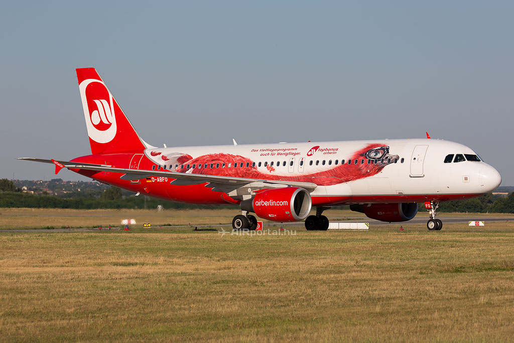 Az Airberlin egyik A320-as repülőgépe Budapesten. (Fotó: AIRportal.hu) | © AIRportal.hu