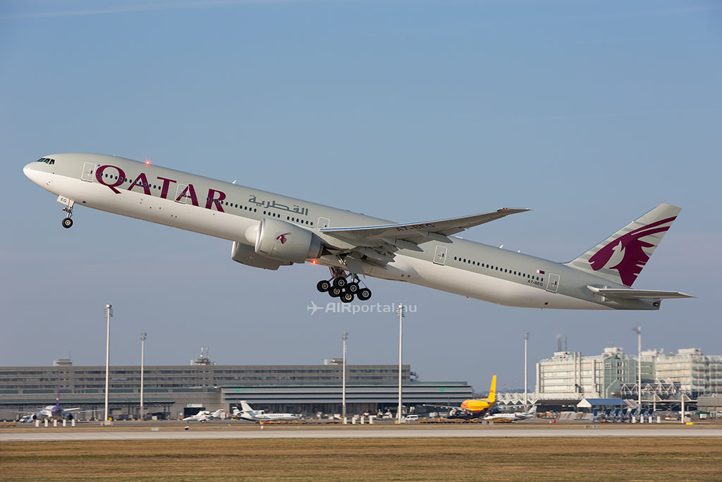 A Qatar Airways Boeing 777-300ER repülőgépe. (Fotó: AIRportal.hu) | © AIRportal.hu