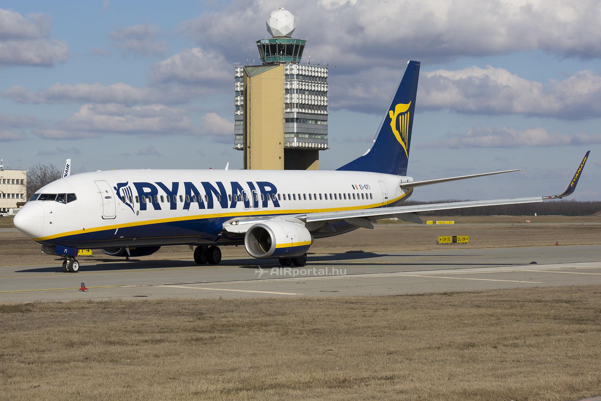 A Ryanair Boeing 737-800-as repülőgépe Budapesten. (Fotó: AIRportal.hu) | © AIRportal.hu