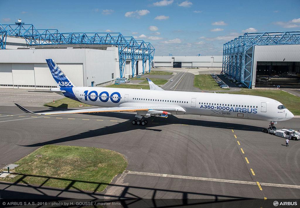 Az első példány már teljes festésben, azonban még hajtóművek nélkül 2016. július végén. (Forrás: Airbus) | © AIRportal.hu