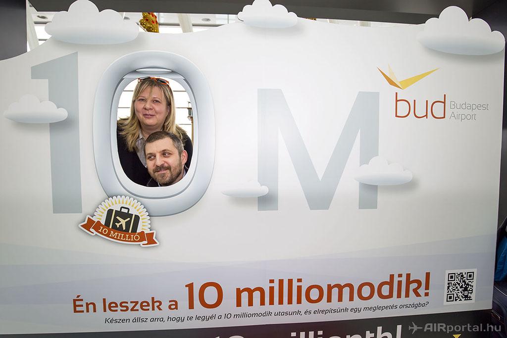 A 2015-ös évben őket ünnepelték a reptér tízmilliomodik utasaként. (Fotó: AIRportal.hu) | © AIRportal.hu