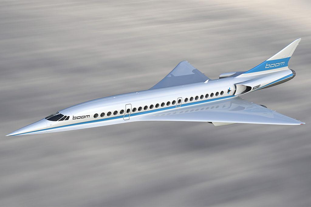 A korábbi látványterveken még két hajtóművel rendelkező repülőgép a legújabb ábrákon már rendelkezik egy harmadik, a törzs hátsó részébe épített hajtóművel, melynek beömlőnyílásai a törzs két oldalán kerültek kialakításra. (Forrás: Boom Technology) | © AIRportal.hu