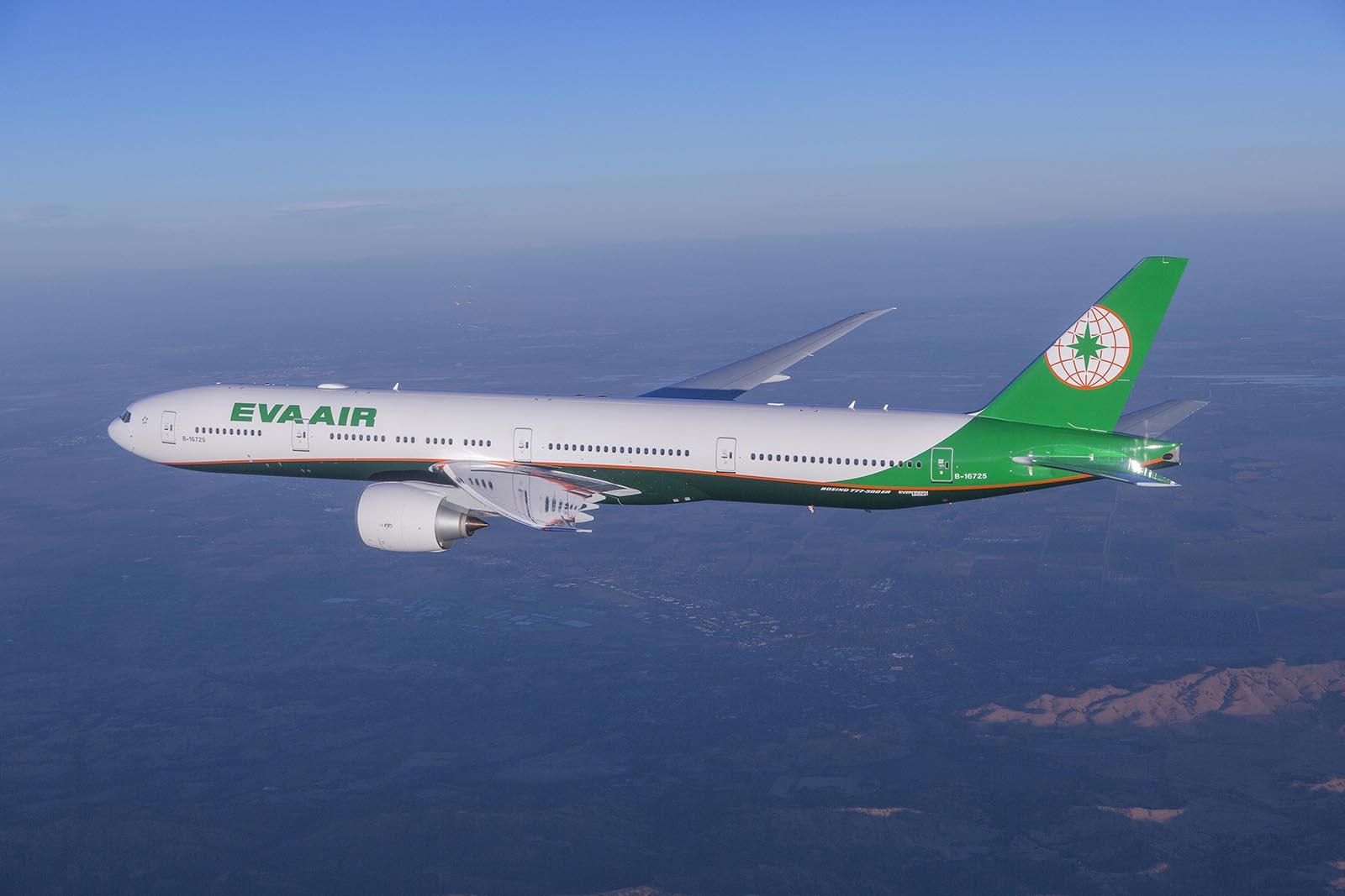Az EVA Airways új arculatnak megfelelő festésű Boeing 777-300ER repülőgépe. (Fotó: Boeing) | © AIRportal.hu