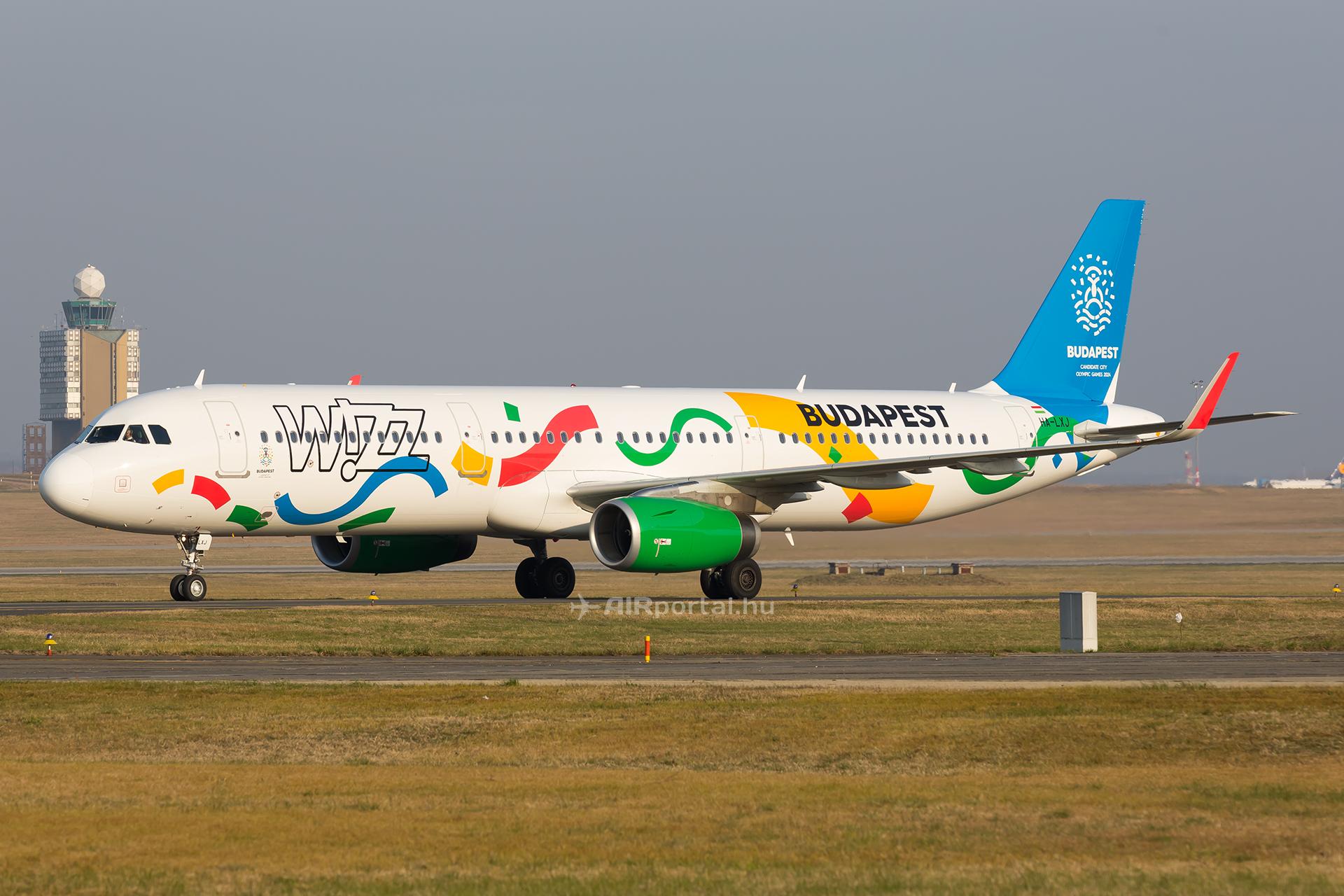 A Wizz Air egyik legújabb A321-ese, a HA-LXJ, mely november végén kapott speciális festést. (Fotó: AIRportal.hu)   © AIRportal.hu