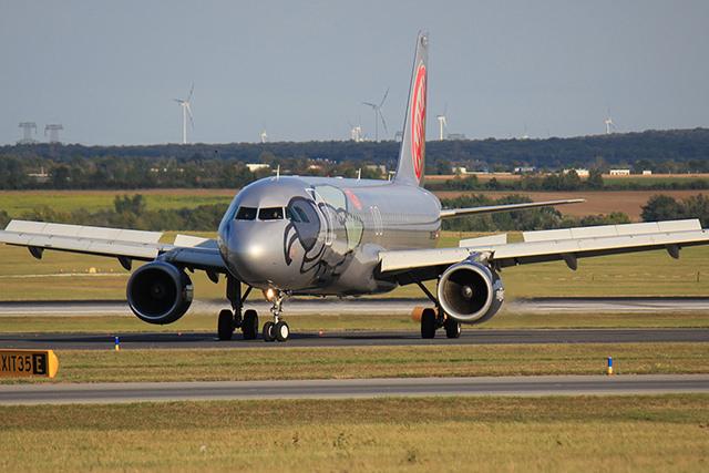 A FlyNiki Airbus A320-asa még a régi festéssel. (Fotó: AIRportal.hu) | © AIRportal.hu