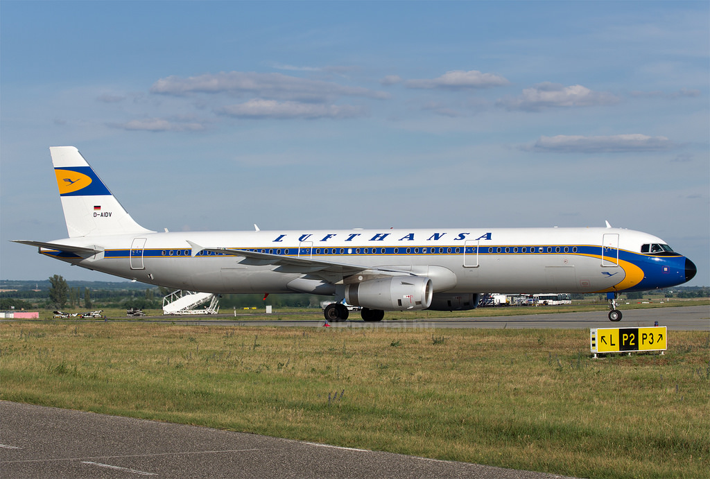 A Lufthansa retró festésű Airbus A321-ese Budpesten. (Fotó: AIRportal.hu) | © AIRportal.hu