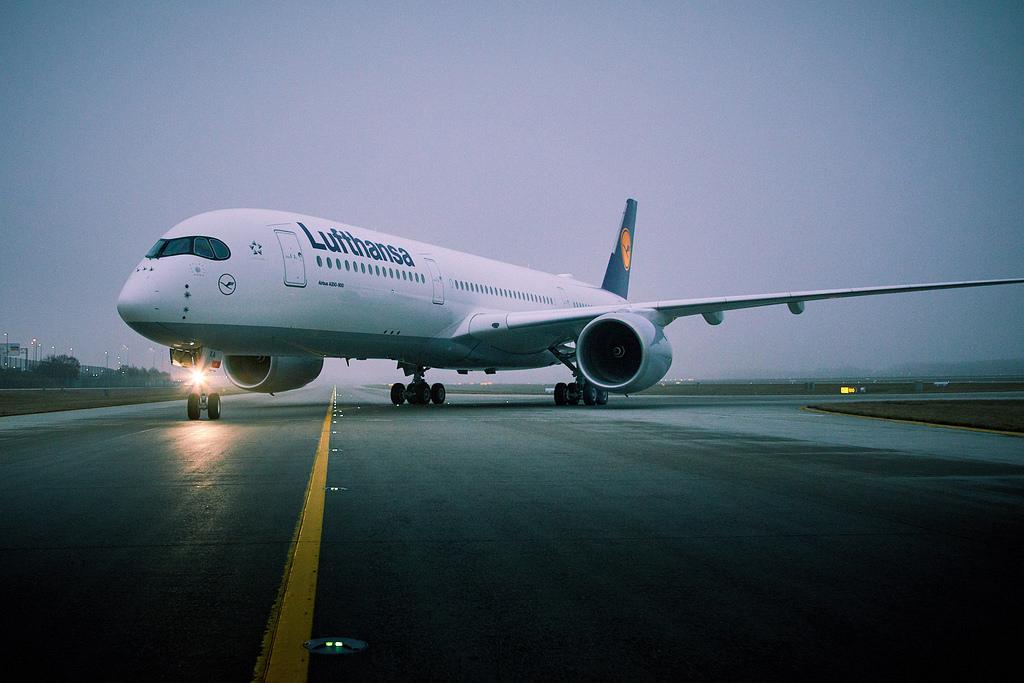 Az első A350-es a müncheni repülőtér gurulóútján. Fotó: Lufthansa | © AIRportal.hu