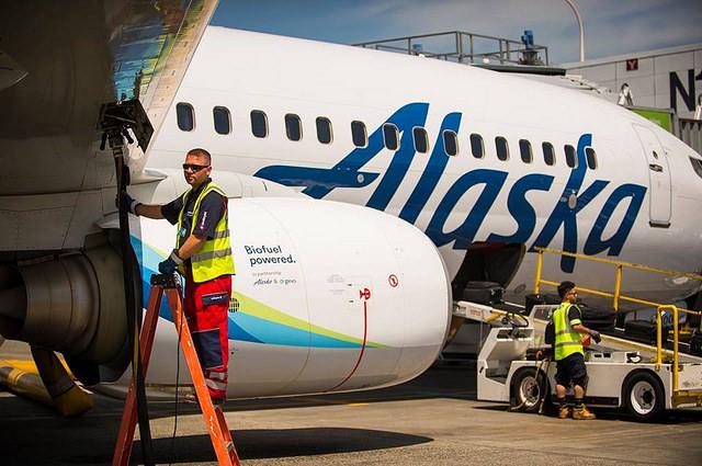 Továbbra is a kerozin viszi el a legtöbb pénzt, így drágulása érvágás a légicégeknek. (Fotó: Alaska Airlines) | © AIRportal.hu