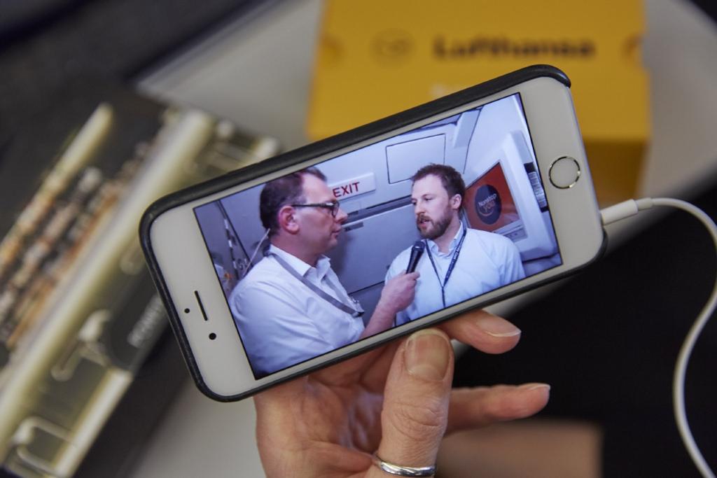 Online konferencia a fedélzeti internet-szolgáltatásnak köszönhetően. (Fotó: Lufthansa)   © AIRportal.hu