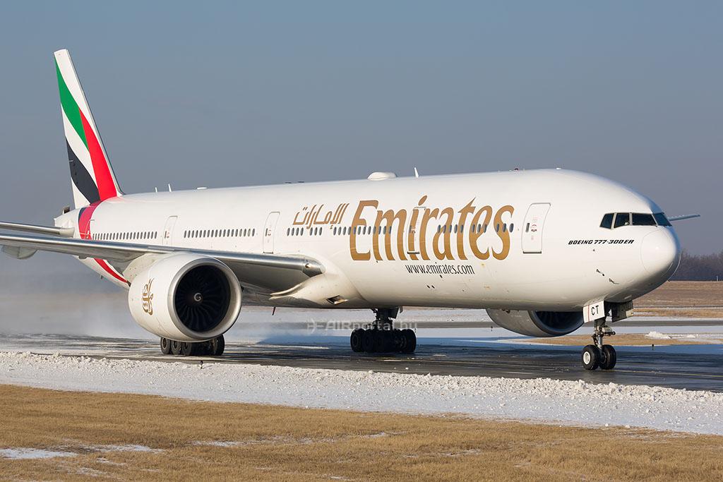Az Emirates Boeing 777-300 ER repülőgépe Budapesten. (Fotó: AIRportal.hu) | © AIRportal.hu