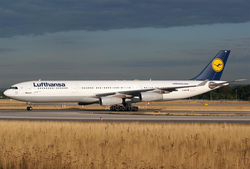 A Lufthansa az A340-300-asait sűrűbb székezésre átépítve üdülőjáratokra még megtartja (Fotó: AIRportal.hu) | © AIRportal.hu