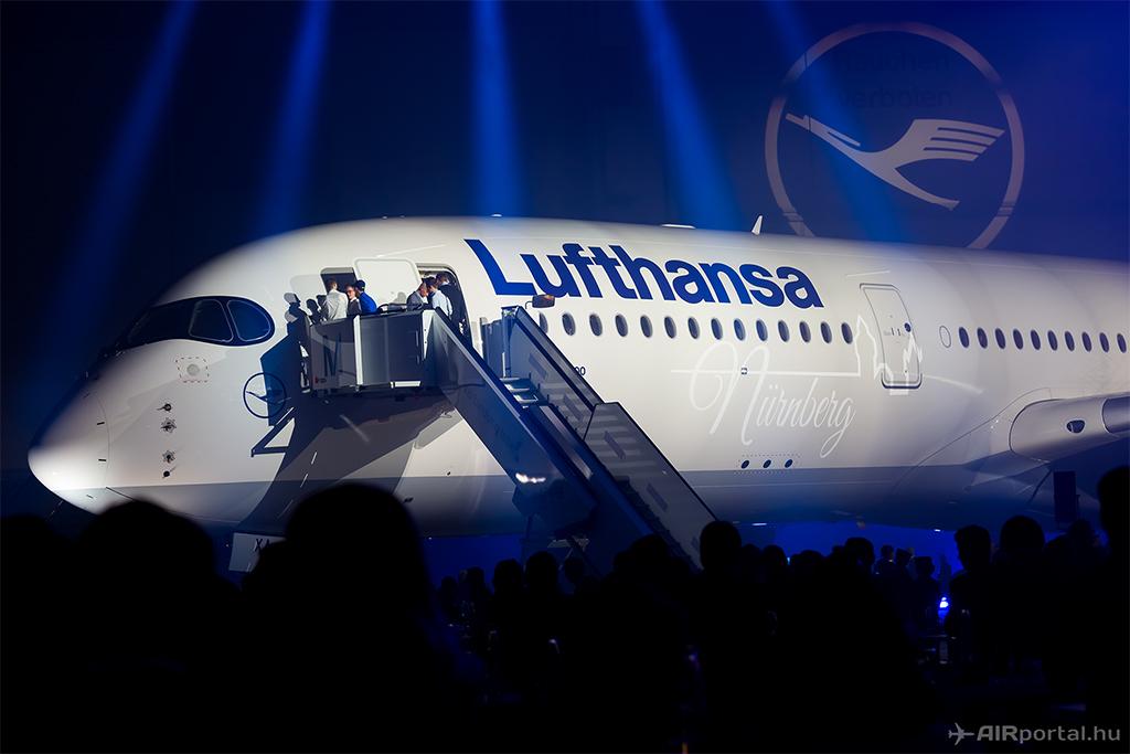 Nürnberg nevet kapta a D-AIXA lajstromjelű A350-es. További képek galériánkban. (Fotó: AIRportal.hu) | © AIRportal.hu