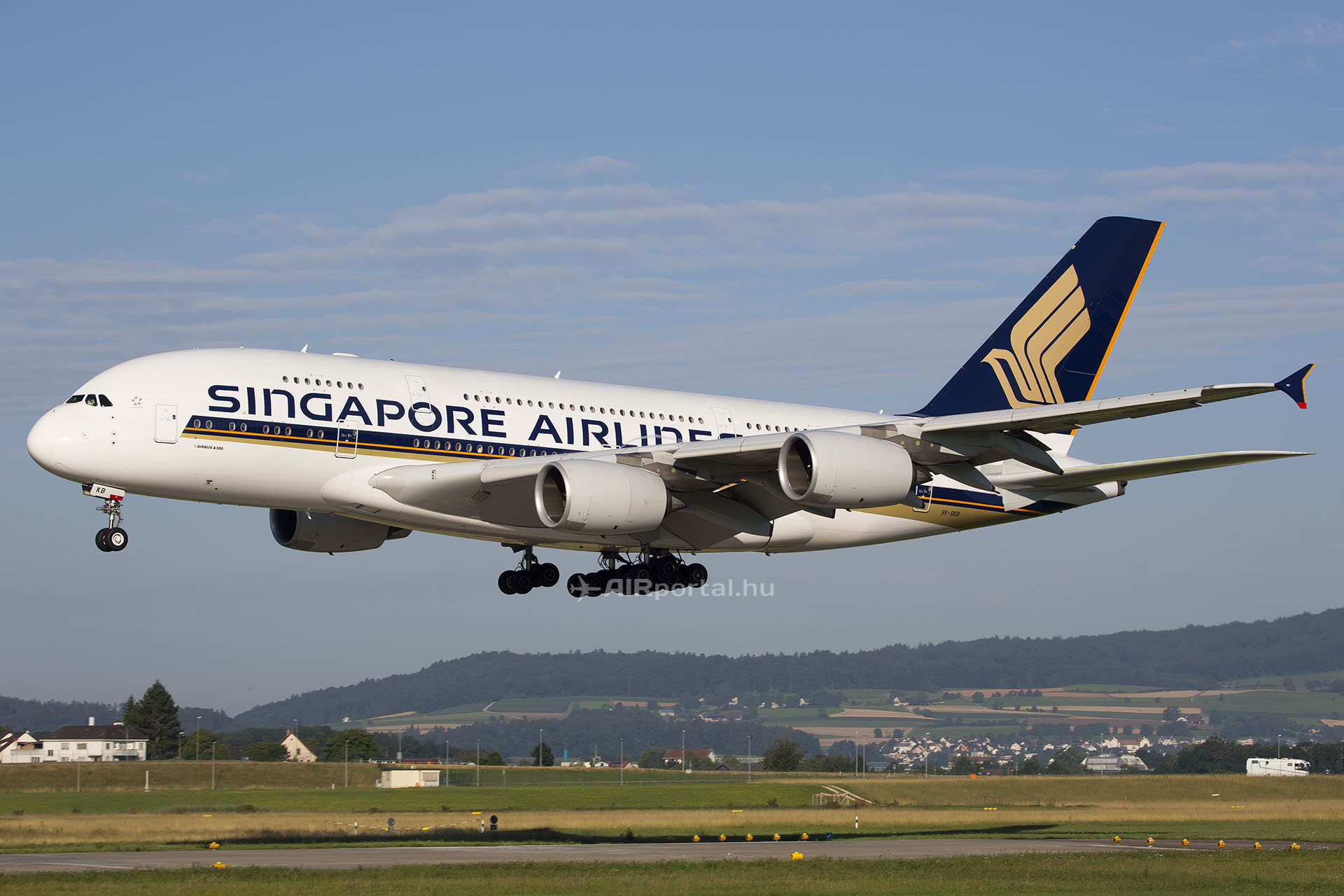 A 9V-SKB lajstromjelű A380-as Zürichben. (Fotó: AIRportal.hu) | © AIRportal.hu