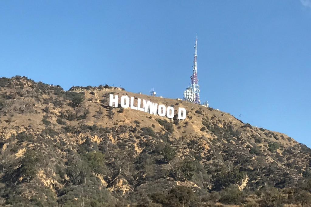 A híres Hollywood felirat. Nem érdemes közelbb menni, csalódást keltően kicsinek hat. (fotó: AIRportal.hu) | © AIRportal.hu