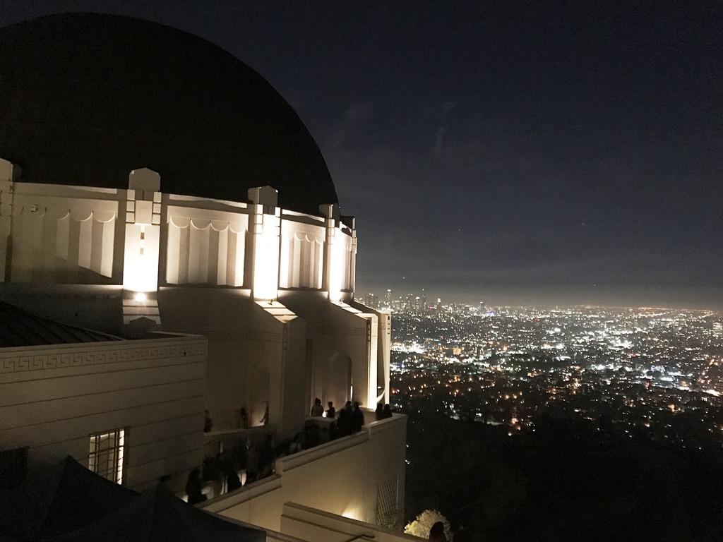 Kilátás este a Griffith Csillagvizsgálóból. Előttünk Los Angeles belvárosa, de ellátni Santa Monicától Pomonáig (Fotó: AIRportal.hu) | © AIRportal.hu