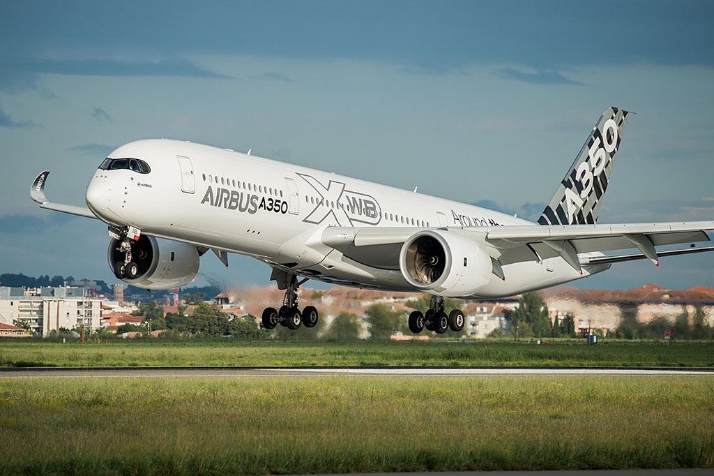 A350-es prototípus a gyári festésben. Vajon milyen lesz majd az Air France-leánycég brandje? (Fotó: Airbus) | © AIRportal.hu