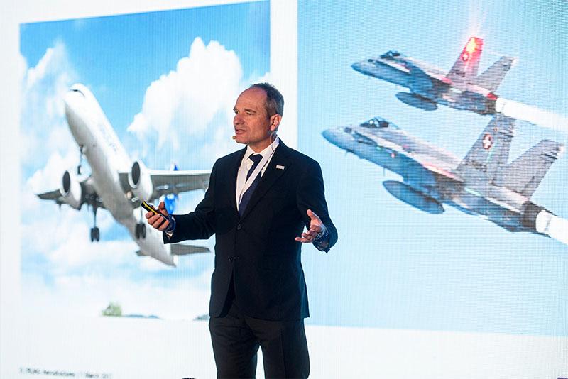 Urs Breitmeier, a RUAG vezérigazgatója beszédet mond a repülőgépipari RUAG Aerostructures egri gyárának avatóünnepségén 2017. március 1-jén. A svájci cég az új üzemben az Airbus és a Bombardier gépeihez készíti majd a géptörzsek középső részét, a szárnyvégeket, és a repülőgépek burkolatát. A kétmilliárd forintos beruházással létesített gyárban kezdetben 60-an dolgoznak, az év végére azonban 180-ra növekszik a létszám. MTI Fotó: Komka Péter | © AIRportal.hu