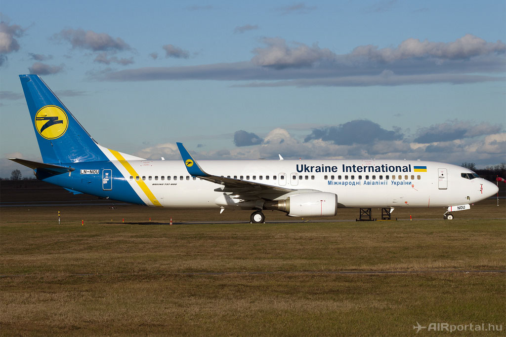Az Ukraine International Boeing 737-800-as repülőgépe. (Fotó: AIRportal.hu) | © AIRportal.hu