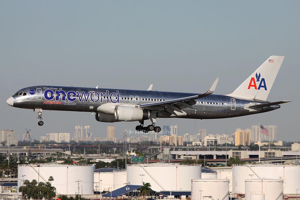 Az American Airlines egyik Boeing 757-es repülőgépe, a típusnak komoly szerepe van az ország két keleti és nyugati partja közötti, transzkontinentális forgalomban. Első sorban ezt a típust helyettesítené az új NMA-gép. (Fotó: AIRportal.hu) | © AIRportal.hu