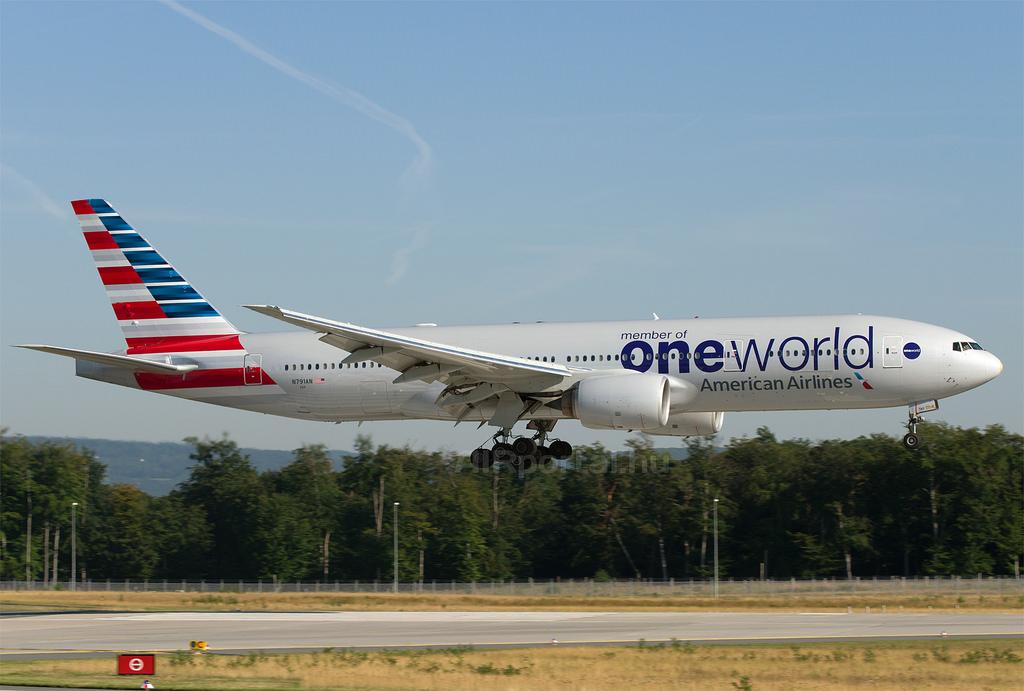 Az American Airlines Boeing 777-200-asa Frankfurtban. (Fotó: AIRportal.hu) | © AIRportal.hu