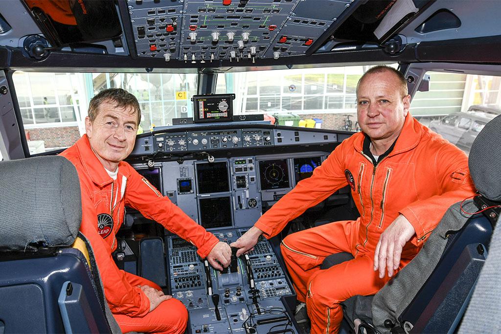 Az A319neo szűzrepülésének pilótái: Michel Gagneux és Eckard Hausser tesztpilóták. (Fotó: Airbus)   © AIRportal.hu