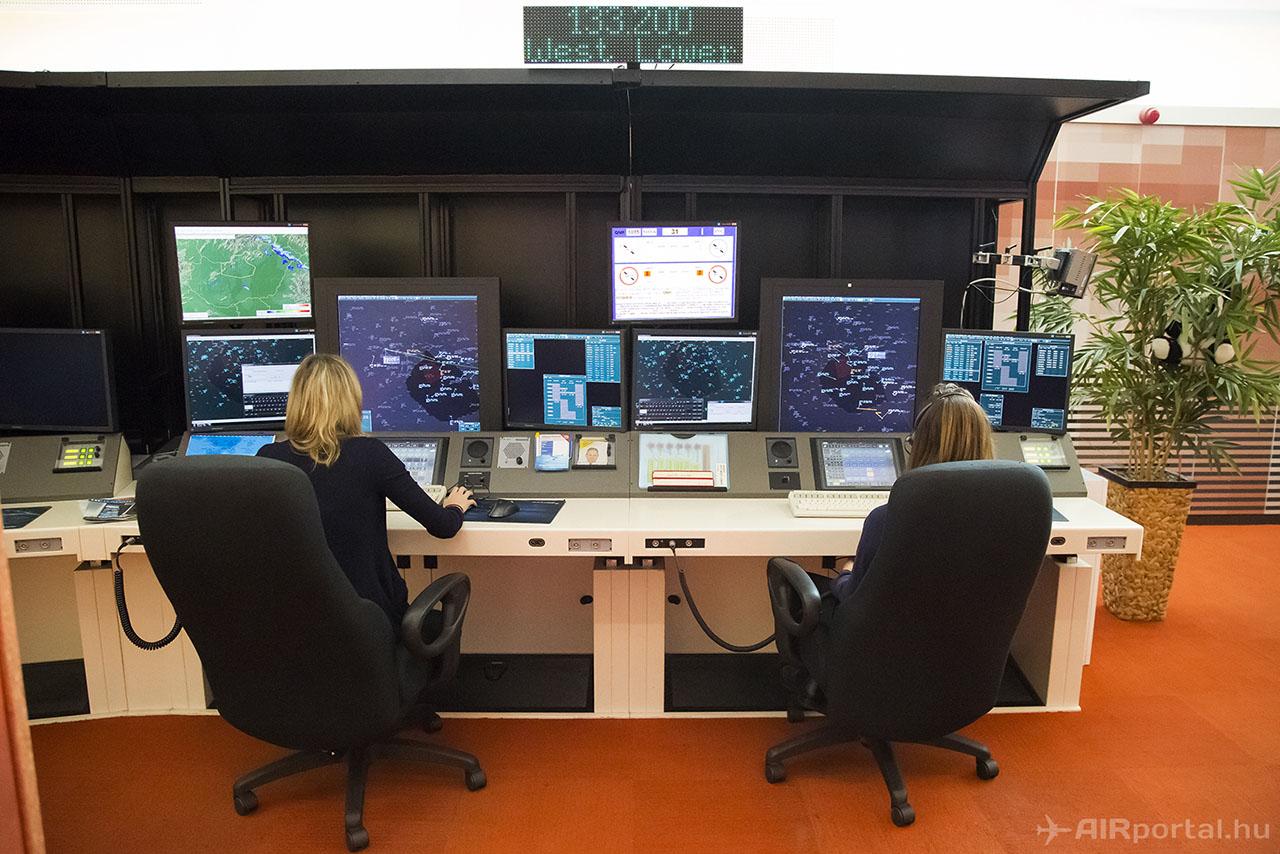 Hipermodern környezetben dolgoznak a légiforgalmi irányítók. (Fotó: AIRportal.hu)   © AIRportal.hu