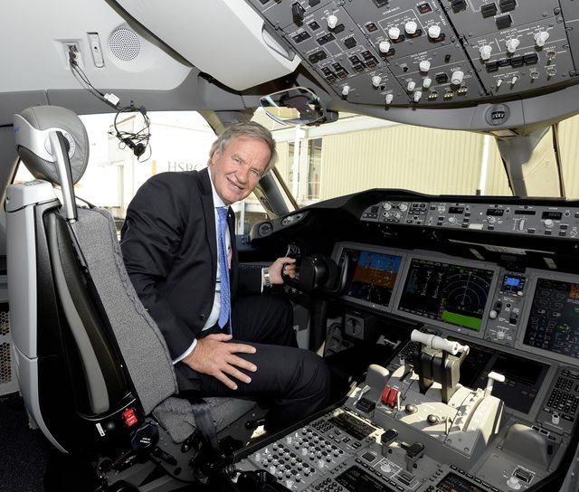 Bjorn Kjos vezérigazgató az egyik 787-esük kapitányi ülésében (Fotó: Norwegian) | © AIRportal.hu