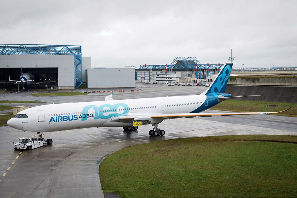 Az A330neo már kész prototípusa a festést követően még hajtóművek nélkül. (Fotó: Airbus) | © AIRportal.hu