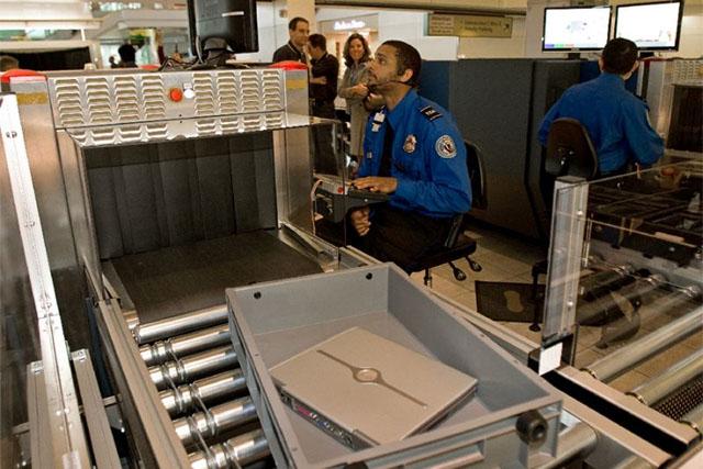 Az elektronikus eszközöket érintő szigorítást szakemberek fölöslegesnek tartják (Fotó: TSA) | © AIRportal.hu