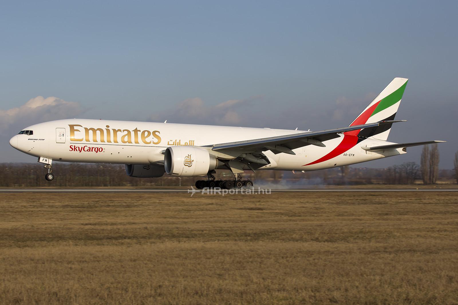 Az Emirates SkyCargo Boeing 777-es repülőgépe Budapesten. (Fotó: AIRportal.hu)   © AIRportal.hu