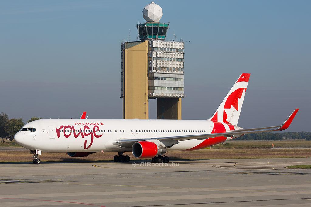 Nyáron szinte naponta láthatóak lesznek az Air Canada Rouge feltűnő színeibe festett Boeing 767-300-asok Ferihegyen. (Fotó: AIRportal.hu) | © AIRportal.hu
