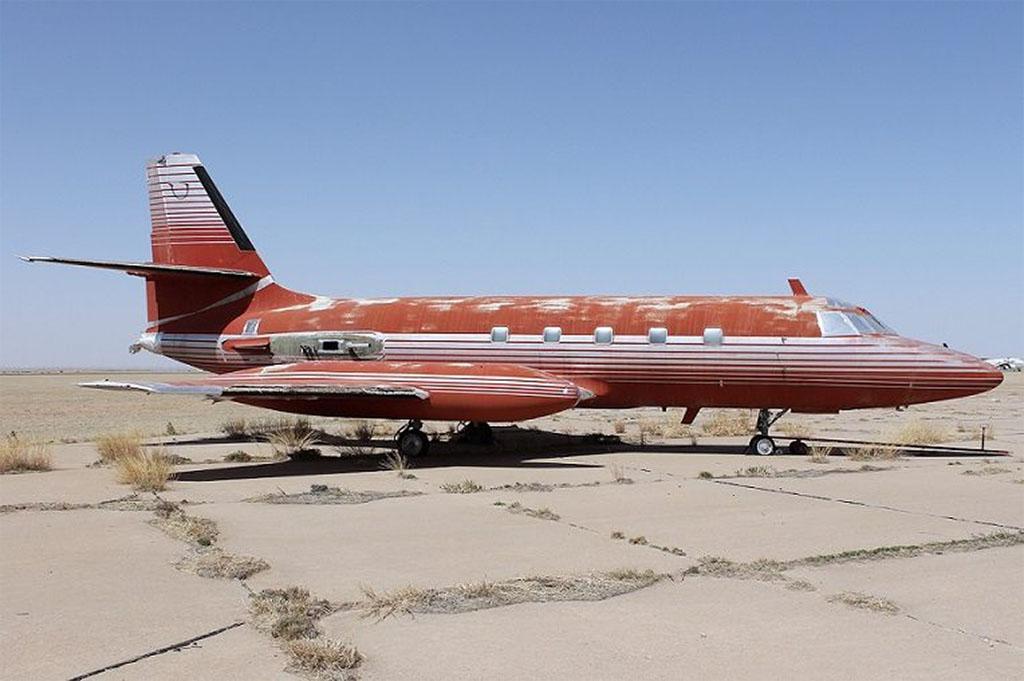 A Lockheed JetStar repülőgépeket az 1960-as évek elejétől  gyártották. Ez volt az első igazi business jet, melyet az üzleti utazók igényeihez szabtak. A repülőgépet a törzs hátsó részére erősített négy hajtóművel szerelték fel, több példányon a szárny alatt pót-üzemanyagtankokat is elhelyeztek. A típus még az amerikai légierőnél is üzemelt. | © AIRportal.hu