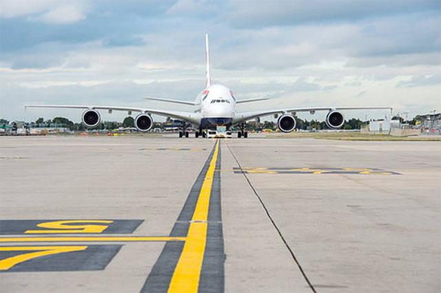 Elég lenne a rövidebb pálya is? (Fotó: Heathrow Airport) | © AIRportal.hu