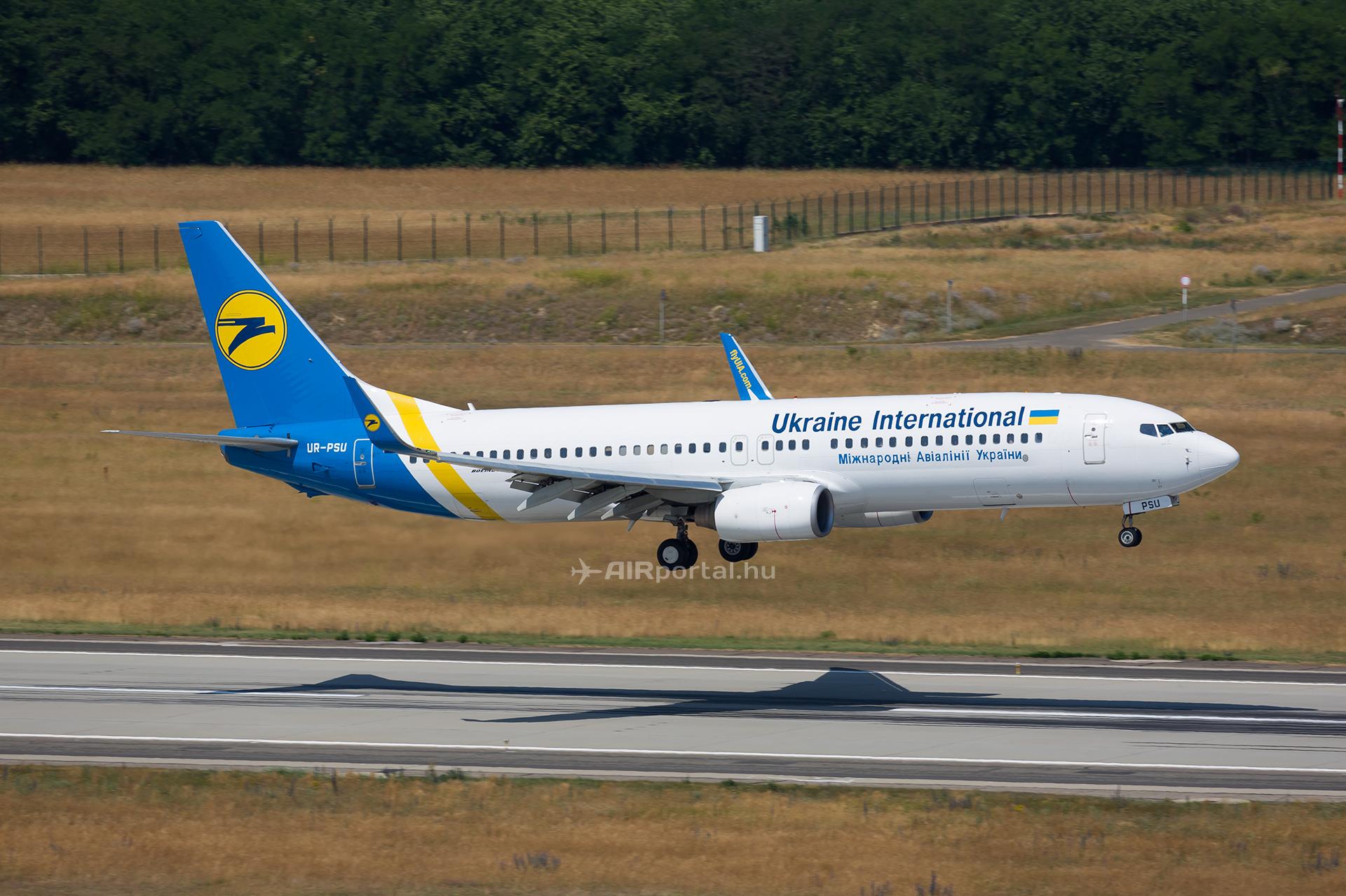 Az Ukraine International Airlines első járatának leszállása Ferihegyen. (Fotó: AIRportal.hu) | © AIRportal.hu