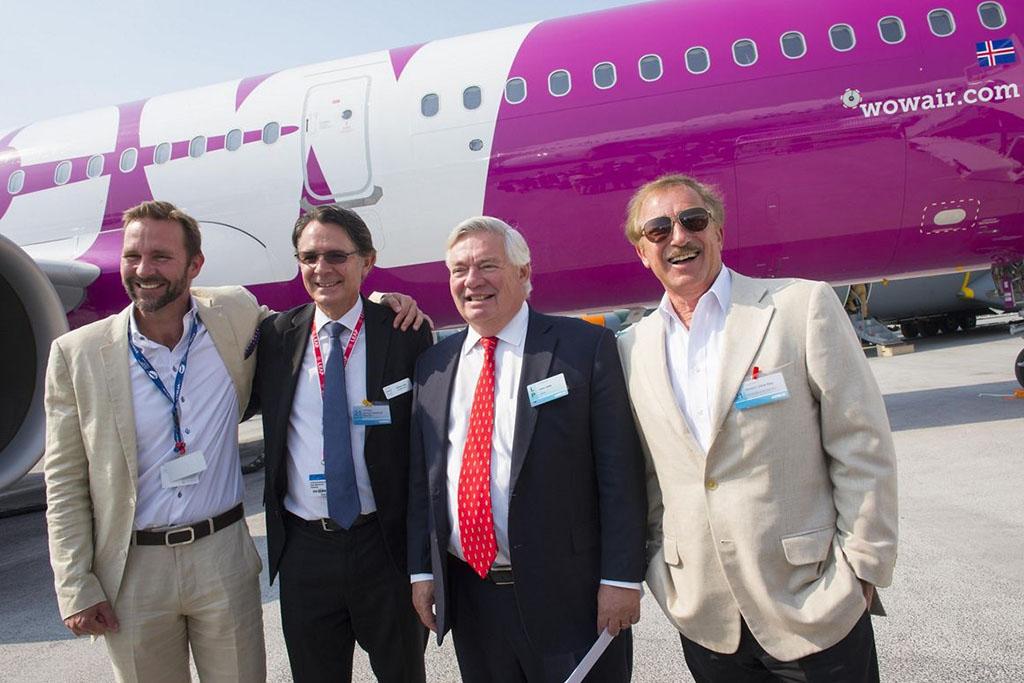 B-J: Skuli Mogensen, a WOW air tulajdonosa és vezérigazgatója, Gael Meheust a CFM International elnök-vezérigazgatója, John Leahy az Airbus értékesítési alelnöke, Steven F. Udvar-Házy az Air Lease Corporation elnöke. | © AIRportal.hu