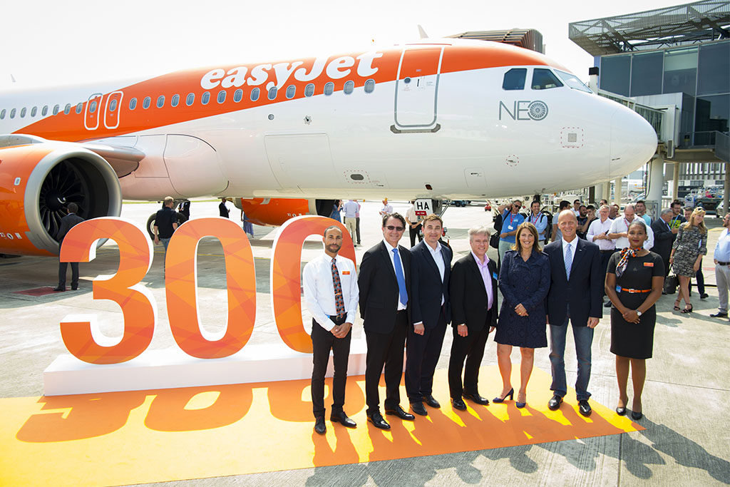 Az easyJet első A320neo repülőgépének átvétele. (Forrás: Airbus) | © AIRportal.hu